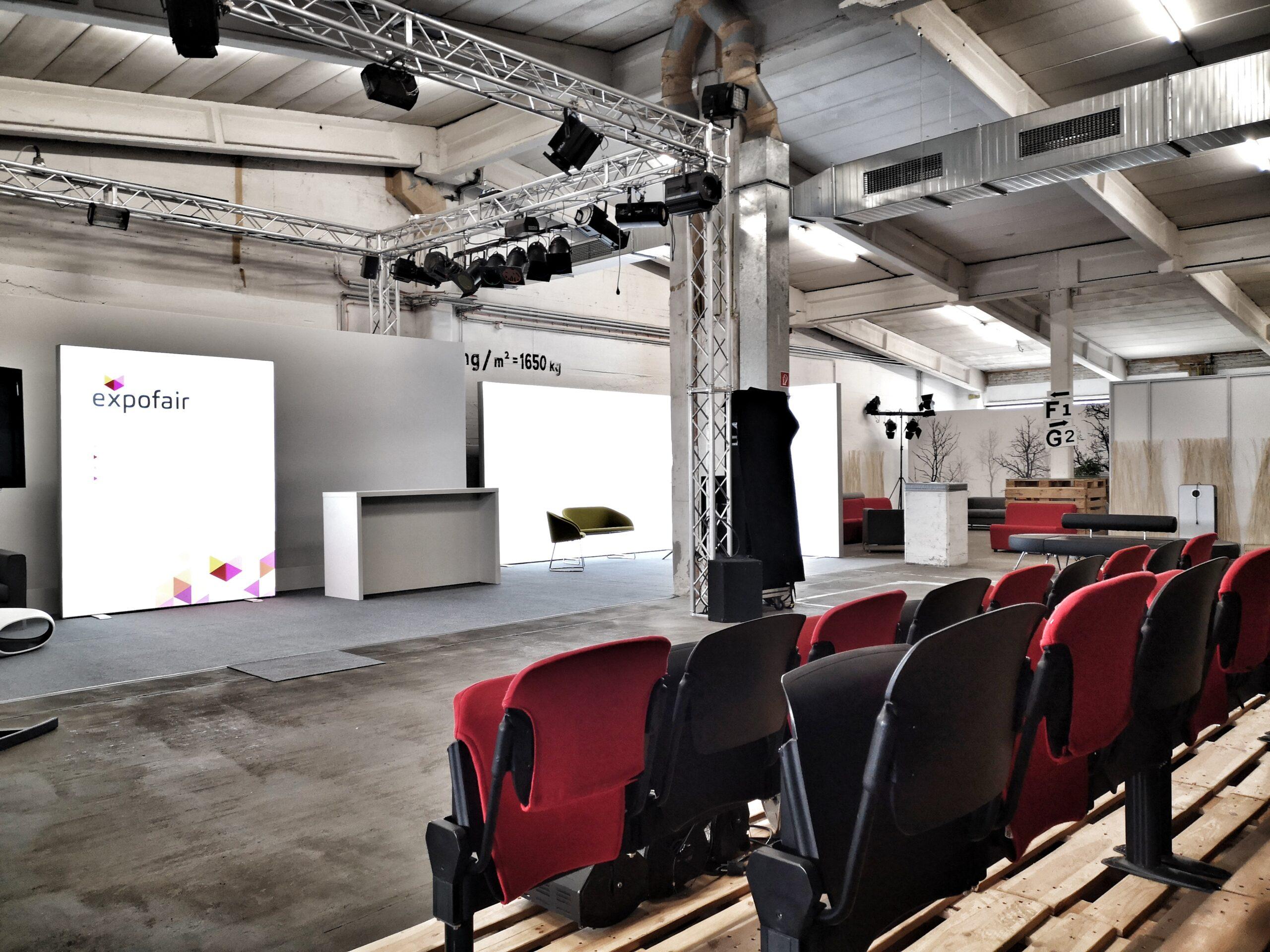 Digitales Studio Berlin mit Kinobestuhlung - expofair