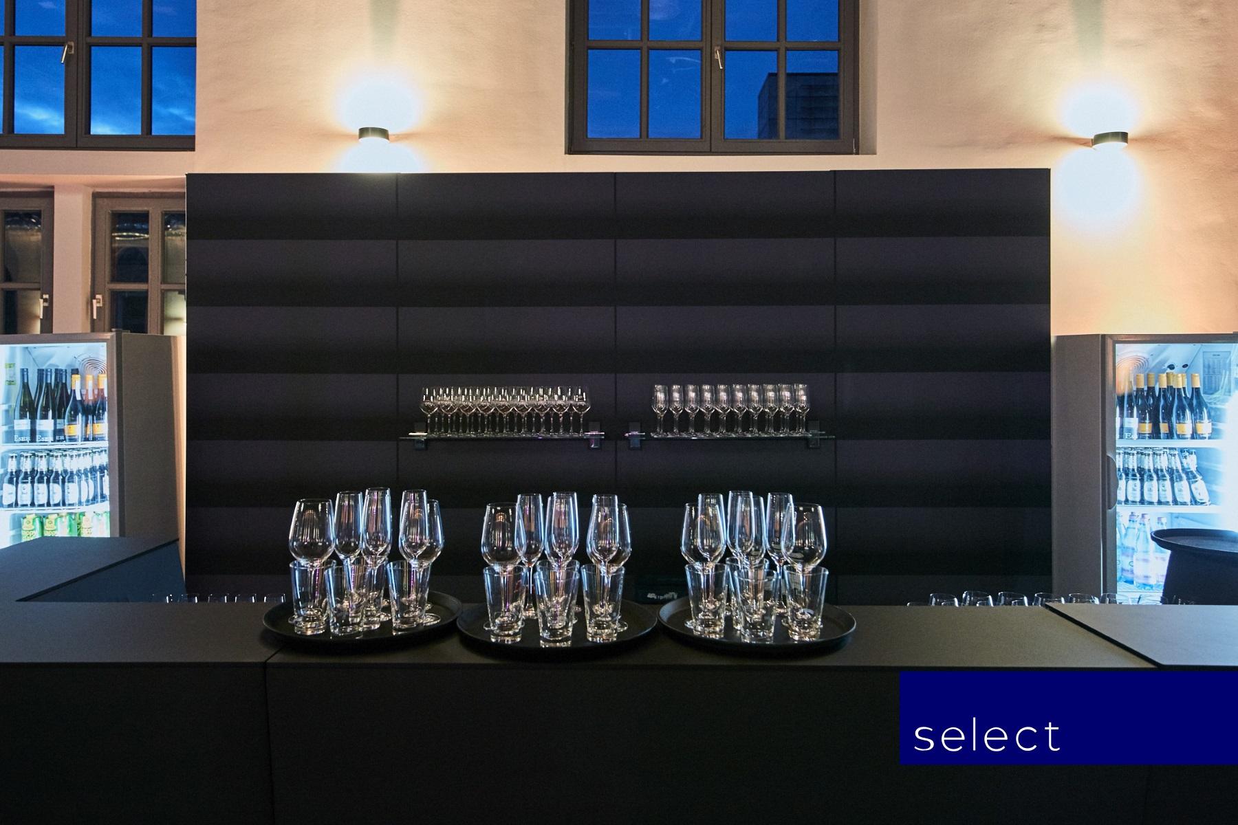 Rückwand schwarz für Bar Oblique mit Glasablagen
